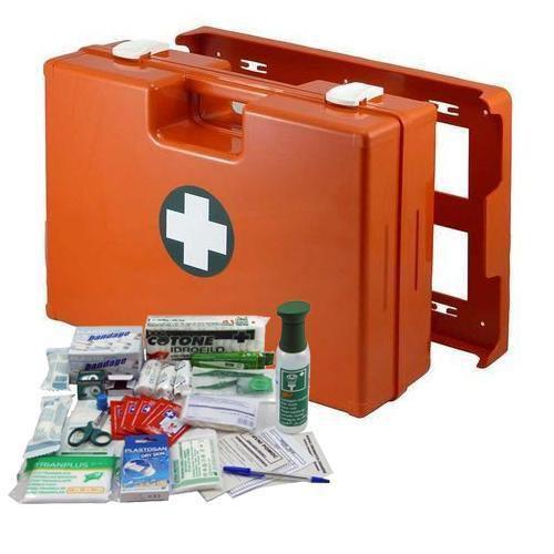 Műanyag elsősegélynyújtó táska fali tartóval, 33,8 x 44,3 x 14,7 cm, RAKTÁR felszereléssel