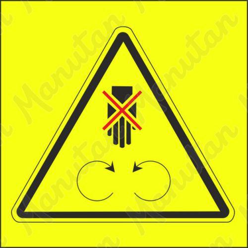 Figyelmeztető tábla - Működés közben ne nyissa ki, ne távolítsa el a biztonsági fedelet